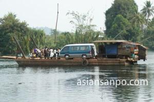 カンボジア フェリー