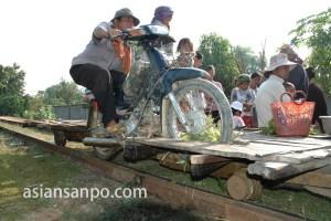 カンボジア レールのバイク