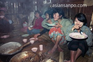ミャンマー カチン州シンツァン村・ポーター朝食
