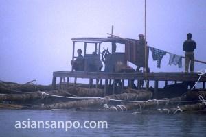 カンボジア クラチエ・もやの船