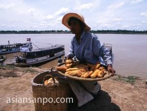 カンボジア コンポンチャム・パン売り