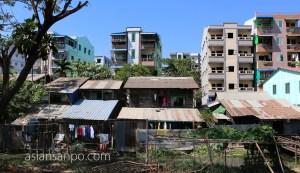 ミャンマー バゴーーヤンゴン 列車 建物