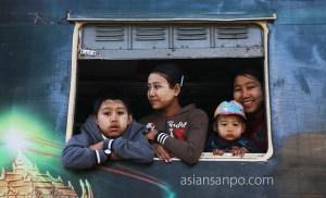 ミャンマー ミッチーナ 駅 列車