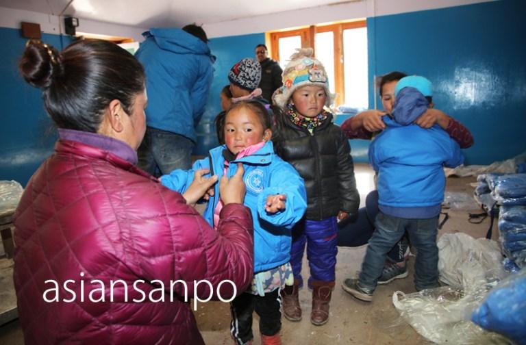 ネパール エベレスト街道 クムジュンスクール ジャケット