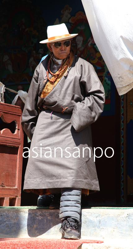 ネパール エベレスト街道 クンデ シェルパ 民族衣装