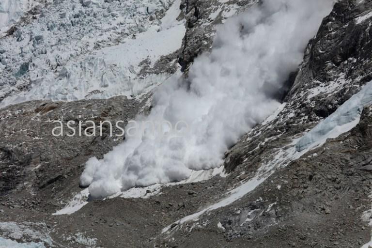 ネパール エベレスト カラパタール 雪崩