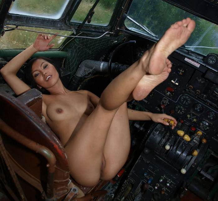 airplanes and nude women