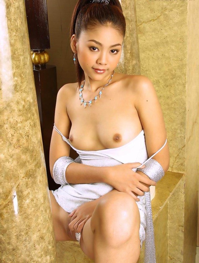 Beautiful naked japanese girl have faced