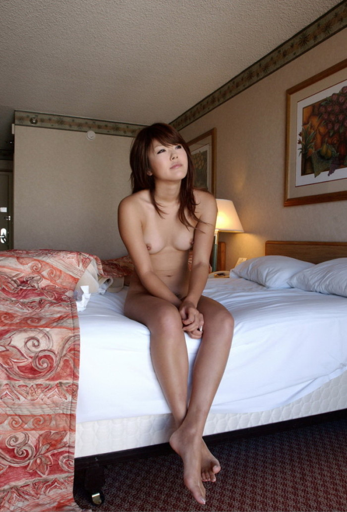japanese nude in hotel