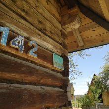 Numer domu, drewniana chata, Nasza Polana