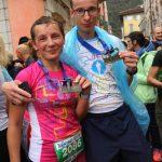 Para biegaczy z medalami na mecie półmaratonu Garda we Włoszech