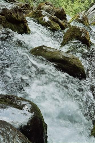 Zbliżenie na wodę w rzece Socza