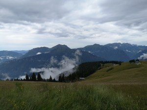 Panorama na Alpy Bergamskie, widok ze szlaku na Monte Torcola