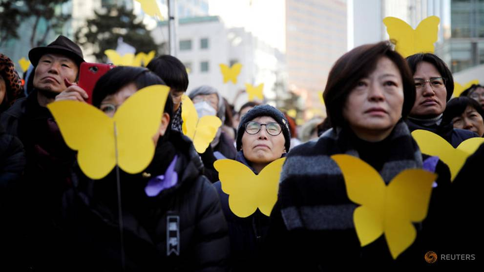 people-react-as-they-hold-yellow-colored-butterflies-dedicated-to-former-south-korean--quot-comfort-woman-quot--kim-bok-dong-during-her--funeral-in-seoul-1