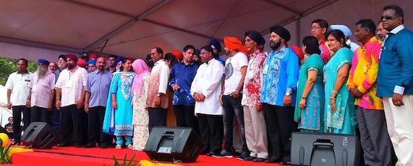 Perak Menteri Besar Dr Zambry Abd Kadir and Sikh representatives from various NGOs and gurdwaras in Perak at the Perak Vaisakhi Open House on April 26 in Ipoh, Perak - PHOTO HARJASWANT SINGH