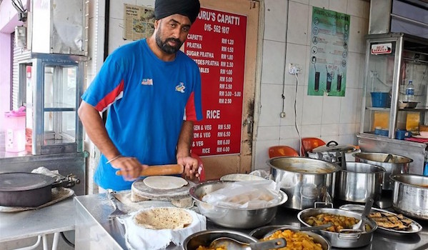 Ipoh-based Grummet Singh prepares chapati - PHOTO THE STAR