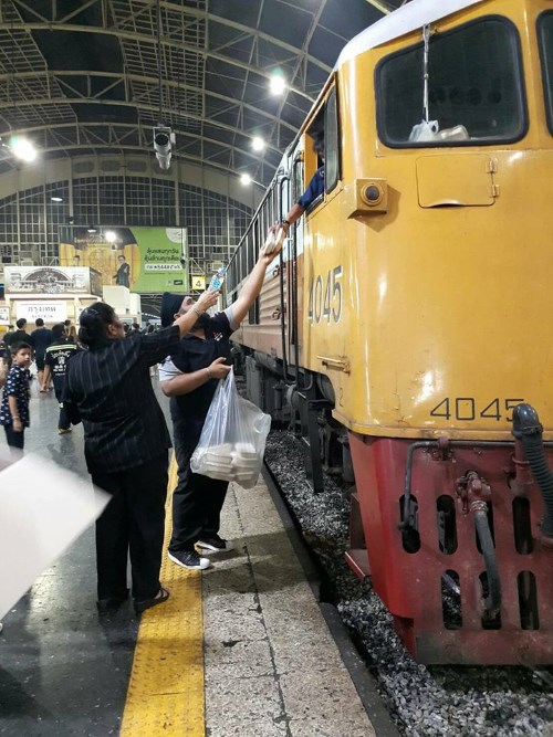 SERVING THE PEOPLE: Sikhs serving food and distributing toiletries to those coming off trains at Bangkok's main train station at Hualamphong - PHOTO / PAWAN SINGH