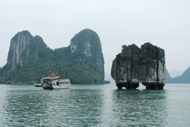 Top experiences traveling Vietnam - travel Ha Long Bay