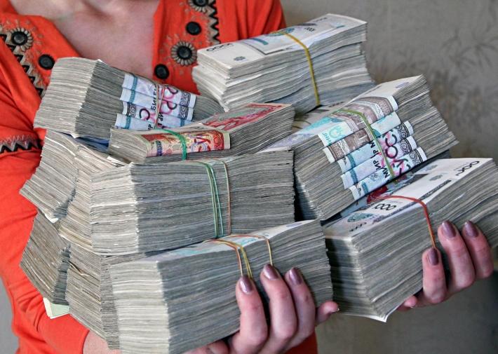 Так в 2013 году выглядели две с половиной тысячи долларов в сумовом эквиваленте