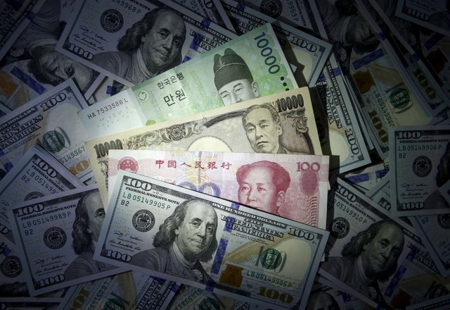 Dollar on top (Reuters/Kim Hong-Ji//Illustration/Files