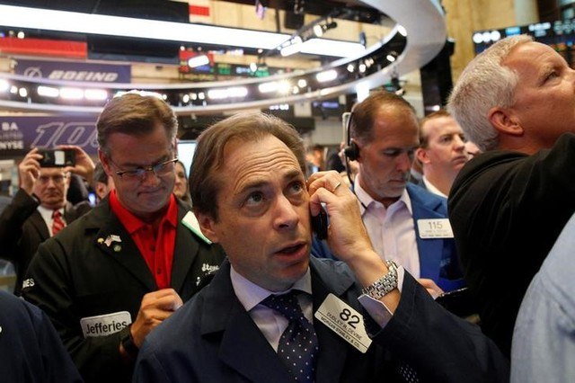 Traders work on the floor of the New York Stock Exchange. Photo: Reuters, Brendan McDermid