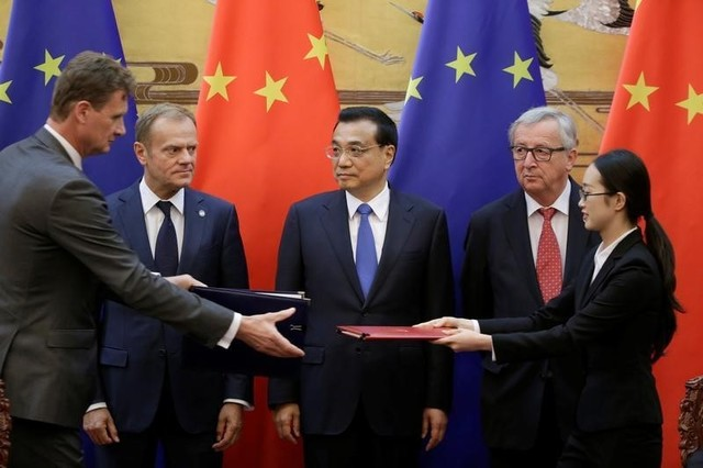 China's Premier Li Keqiang (C), European Commission President Jean-Claude Juncker (2nd R) and European Council President Donald Tusk attend a signing ceremony during the China-EU summit at the Great Hall of the People in Beijing. Photo: Reuters/Jason Lee