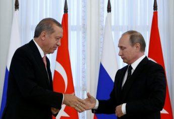 Russian President Vladimir Putin shakes hands with Turkish President Tayyip Erdogan. Photo: Reuters / Sergei Karpukhin