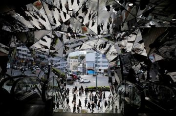 Mirrors of people at the entrance to a department store in Tokyo, Japan, November 11, 2015.  Reuters/Toru Hanai/File Photo