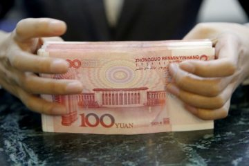 A clerk at ICBC bank counts banknotes at its branch in Beijing, China, April 13, 2016. Reuters/Kim Kyung-Hoon/File Photo