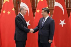 Chinese President Xi Jinping (right) shakes hands with Turkish President Recep Tayyip Erdogan. Photo: Reuters/Lintao Zhang