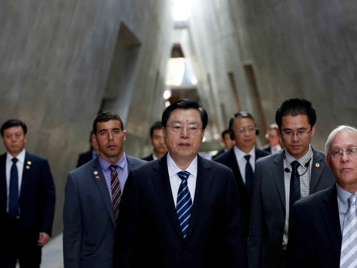 China's National People's Congress (NPC) Chairman Zhang Dejiang (C) visits Yad Vashem's Holocaust History Museum in Jerusalem September 20, 2016. REUTERS/Ronen Zvulun