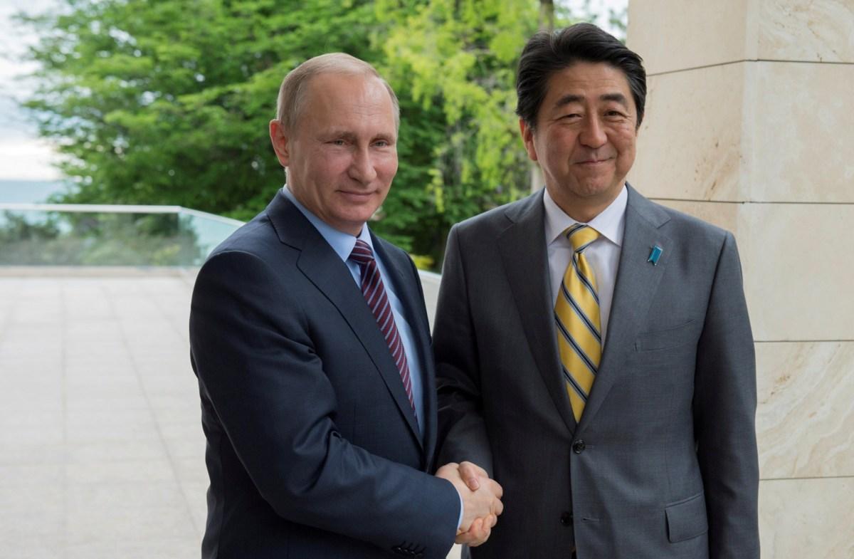 Russia's Vladimir Putin with Japan's PM Shinzo Abe in May 2016