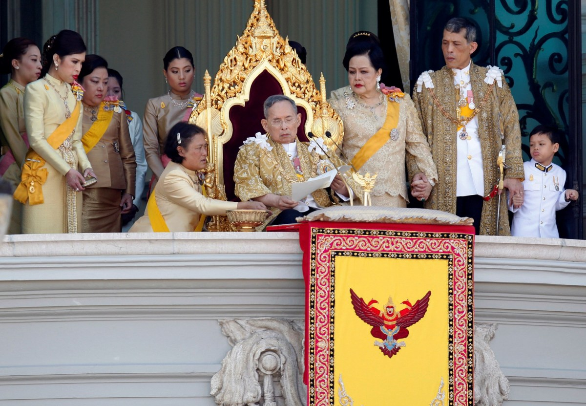 Princess Maha Chakri Sirindhorn assists Thailand's King Bhumibol Adulyadej (C) as he delivers his birthday speech from the balcony of the Grand Palace together with Queen Sirikit (3rd R), Crown Prince Maha Vajiralongkorn (2nd R), Princess Chulabhorn (L) and other members of royal family in Bangkok in this December 5, 2011 file photo. Reuters