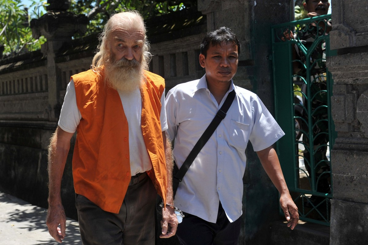 Robert Andrew Fiddes Ellis, a 70 year-old Australian accused of molesting girls, arrives at a Denpasar court in Bali, Indonesia, October 18, 2016. Photo: Antara Foto/Nyoman Budhiana/via REUTERS