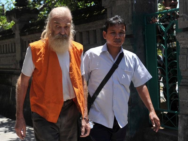 Robert Andrew Fiddes Ellis, a 70 year-old Australian accused of molesting girls, arrives at a Denpasar court in Bali, Indonesia, October 18, 2016. Photo: Antara Foto/Nyoman Budhiana/via REUTERS