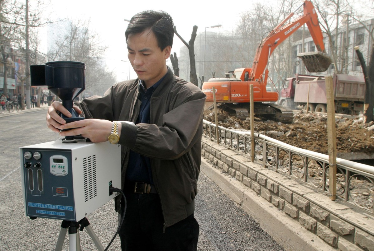 An environment officers checks air quality at a construction site in Xian, Shaanxi province. Photo: Reuters/China Photos