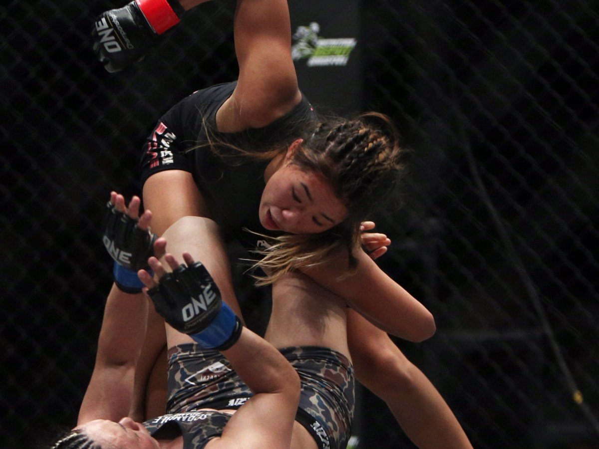 Mixed Martial Arts - MMA - ONE Championship: Ascent to Power - Singapore Indoor Stadium, Singapore - 6/5/16 Women?s Atomweight World Championship - Angela Lee and Mei Yamaguchi in action Mandatory Credit: Action Images / Yaocheng Lee Livepic
