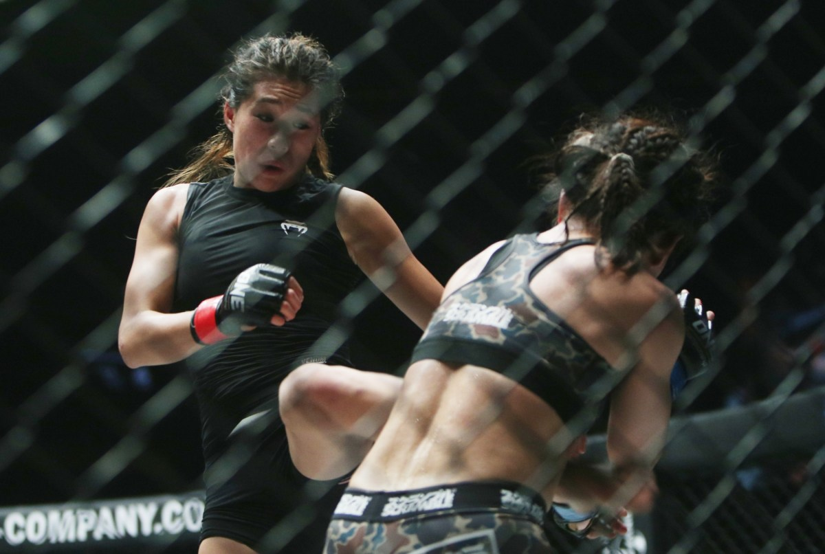 Angela Lee (left) and Mei Yamaguchi do battle earlier this year in Singapore. Photo: Action Images / Yaocheng Lee