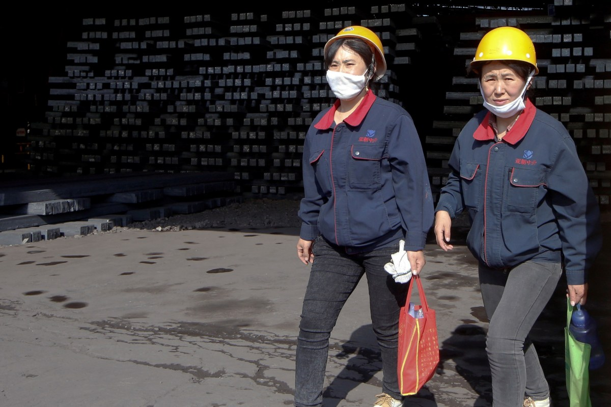 Workers at a Shanxi Zhongsheng Iron and Steel factory in Fenyang, Shanxi Province, China. Photo: Reuters/John Ruwitch