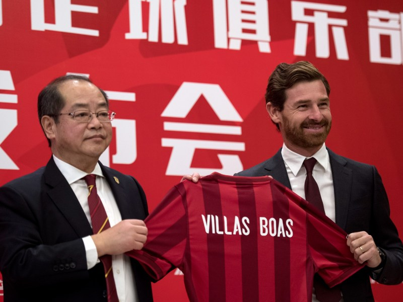 Andre Villas-Boas, the newly announced football coach for Shanghai SIPG  with general manager Sui Guoyang. Photo: AFP Johannes Eisele