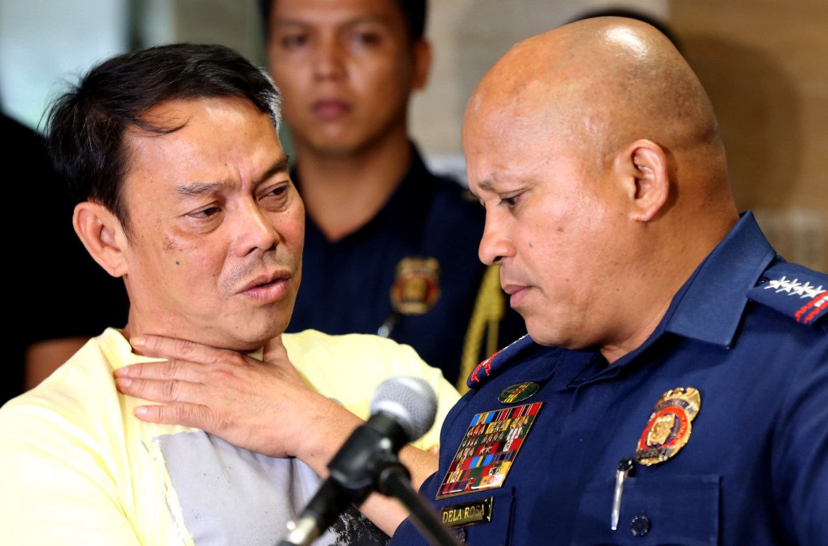 Leyte Albuera Mayor Ronaldo Espinosa with Philippine National Police chief Ronald dela Rosa at Camp Crame in Manila in August this year. Espinosa, linked to the illegal drug trade, was shot dead in his cell on November 5. Photo: AFP