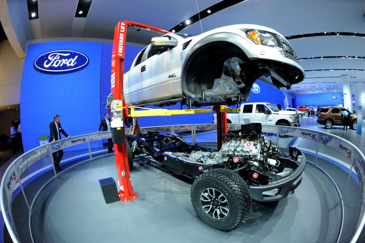 """The body of a Ford F-150 """"Raptor"""" truck is lifted off its chassis during the second press preview day at the 2012 North American International Auto Show January 10, 2012 in Detroit, Michigan. AFP PHOTO/Stan HONDA STAN HONDA / AFP"""