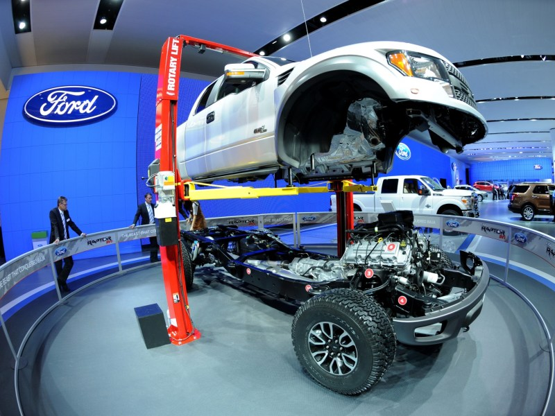"The body of a Ford F-150 ""Raptor"" truck is lifted off its chassis during the second press preview day at the 2012 North American International Auto Show January 10, 2012 in Detroit, Michigan. AFP PHOTO/Stan HONDA STAN HONDA / AFP"