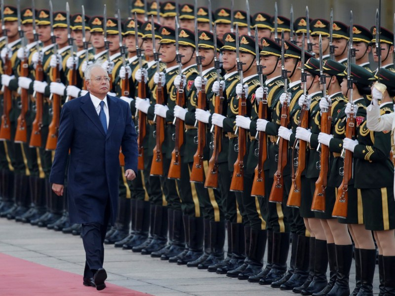 Malaysia's Prime Minister Najib Razak inspects honor guards during a welcoming ceremony at the Great Hall of the People, in Beijing, China, November 1, 2016. Photo: Reuters/Jason Lee