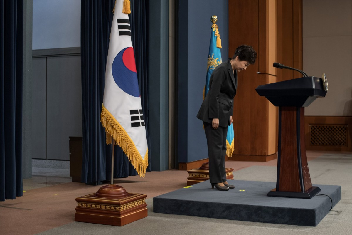 South Korean President Park Geun-Hye bows prior to delivering an address to the nation, at the presidential Blue House in Seoul on November 4, 2016. Photo: Reuters/Ed Jones/Pool
