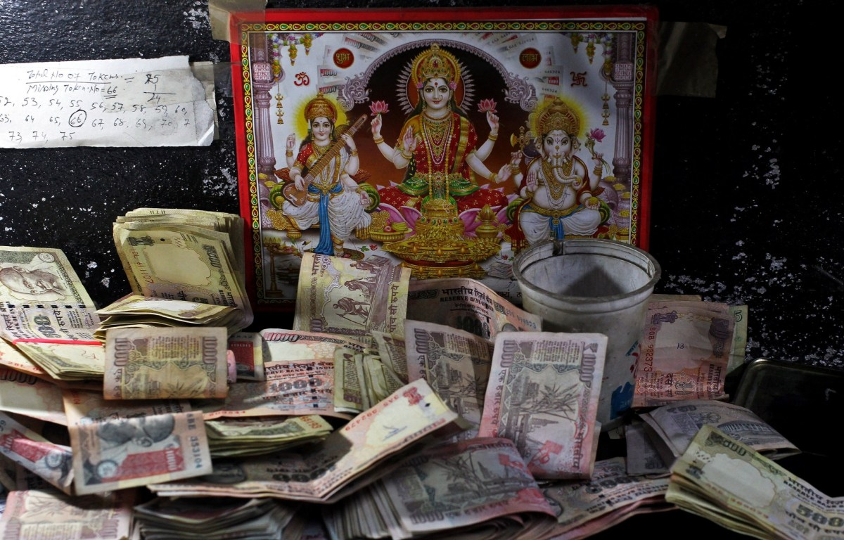 Some villagers in India have become too shocked and confused to follow the central bank's guidelines for depositing or exchanging the banned banknotes. Photo: Reuters/Mukesh Gupta