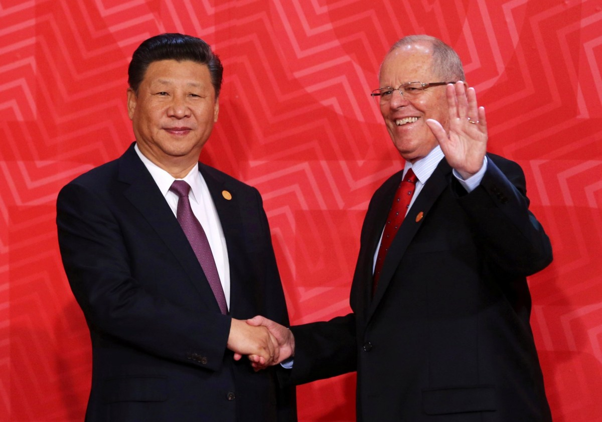 China's President Xi Jinping with Peru's President Pedro Pablo Kuczynski during the APEC summit in Lima, Peru, November 20, 2016. Photo: Reuters/Mariana Bazo