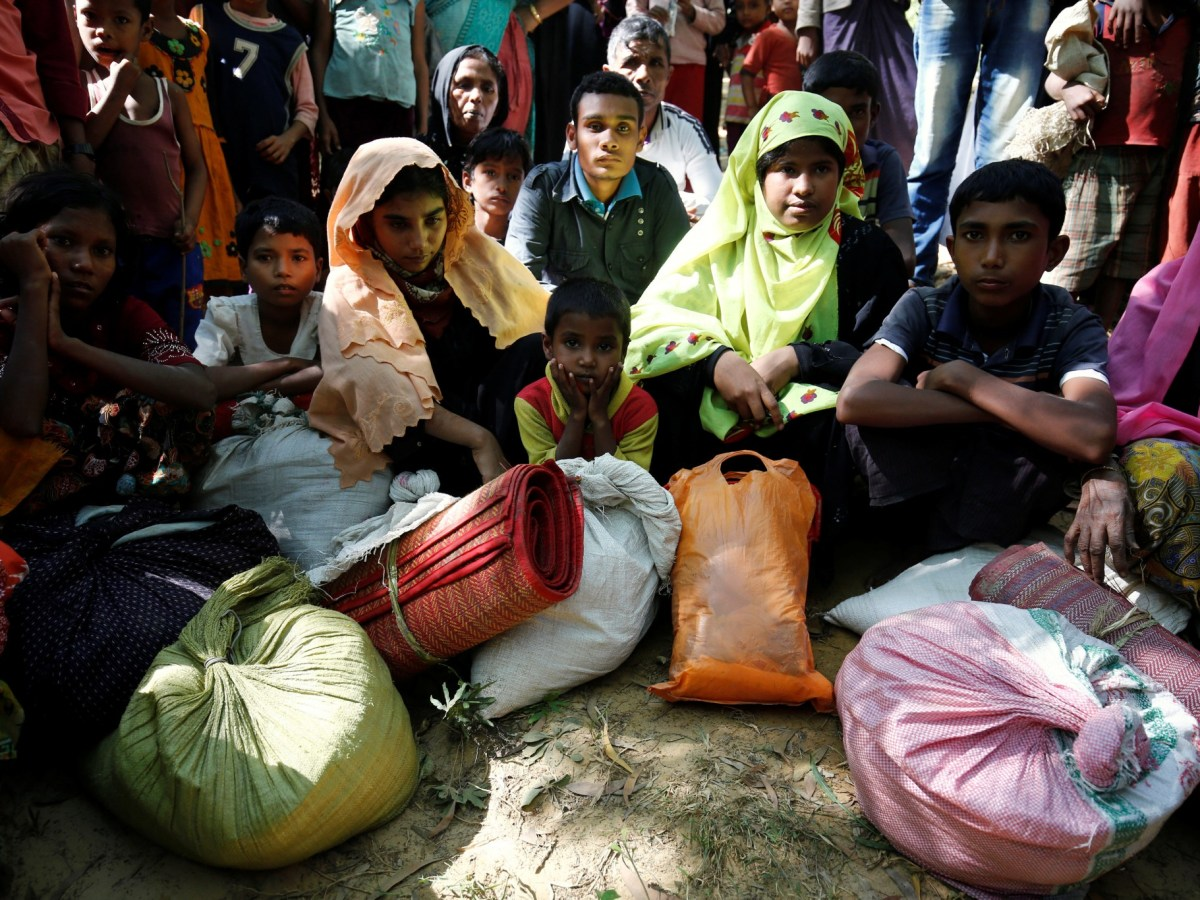 Rohingya refugees waiting to enter the Kutupalang Refugee Camp in Cox's Bazar in Bangladesh in this pic, taken in November 2016. Photo: Reuters/ Mohammad Ponir Hossain
