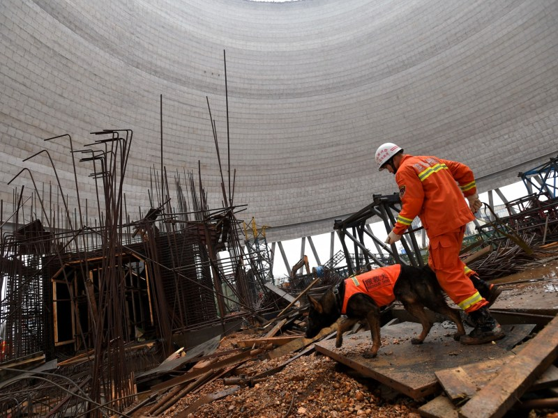 A rescue worker continues searching at the site where a power plant's cooling tower under construction collapsed, in Fengcheng, Jiangxi province, China, November 25, 2016. Photo: Reuters