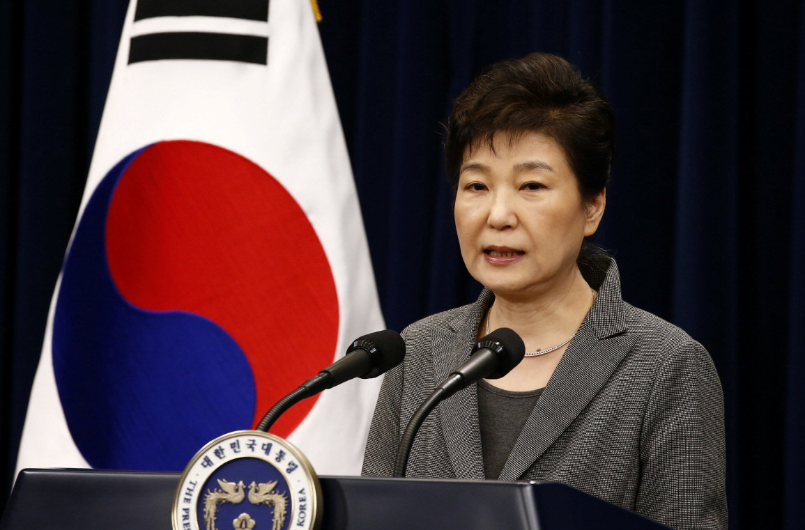 South Korean President Park Geun-Hye speaks during an address to the nation, at the presidential Blue House in Seoul, South Korea, 29 November 2016. Photo: Reuters/Jeon Heon-kyun